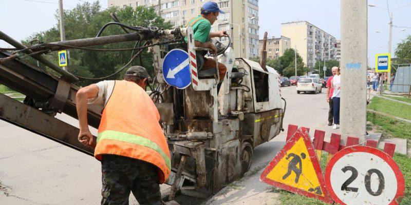На улице Горького появилась дорожная техника: начался долгожданный ремонт дороги