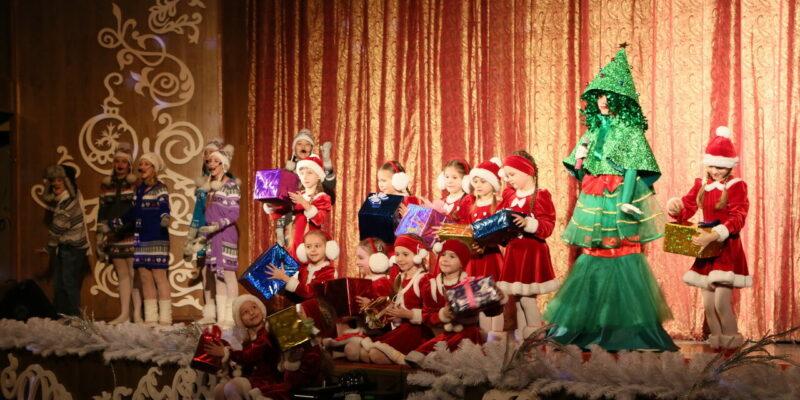 Новый год – пора чудес: глава администрации пригласил волгодонских школьников на новогодние елки