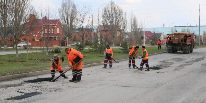 Ремонт сверхнормативных ям начался в январе: на 17 дорогах работы уже выполнены