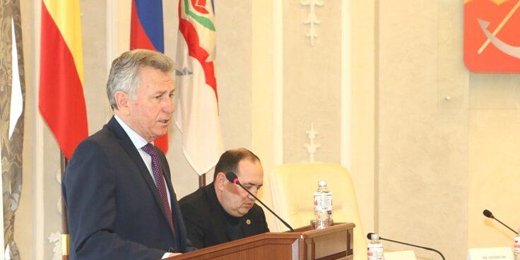 Депутаты поблагодарили главу администрации Виктора Мельникова за работу и огромный вклад в развитие города