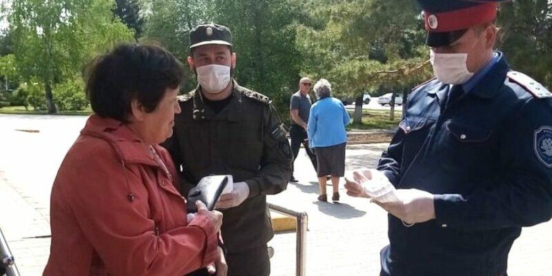 В день Первомая прохожим на улицах Волгодонска раздали 14 тысяч масок