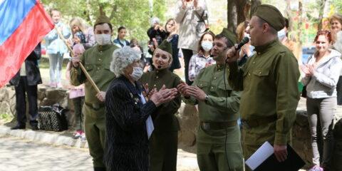 Спасибо за жизнь: В День Победы ветераны принимают поздравления дома