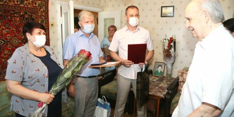 Михаил Яновенко отмечает 90-летие и принимает поздравления от руководства города, губернатора области и президента России