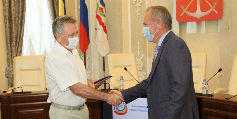 Виктор Мельников наградил лучших работников предприятий атомной отрасли