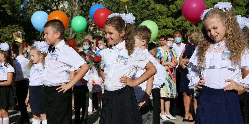Первый звонок дал старт началу нового учебного года для 16 с половиной тысяч школьников Волгодонска