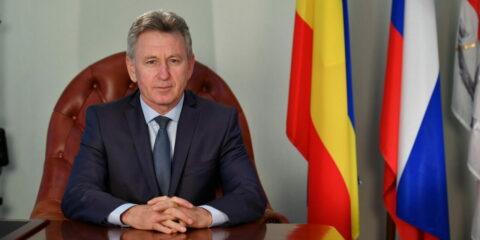 Поздравление главы администрации Волгодонска Виктора Мельникова с Днём учителя