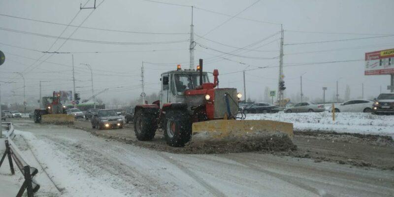 Коммунальщикам напомнили об ответственности за несвоевременную уборку снега и наледи