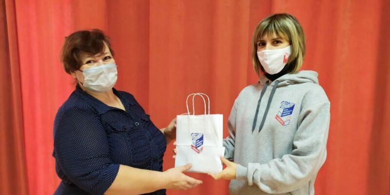 #МыВместе: в День народного единства волонтеры поздравляли горожан и дарили подарки