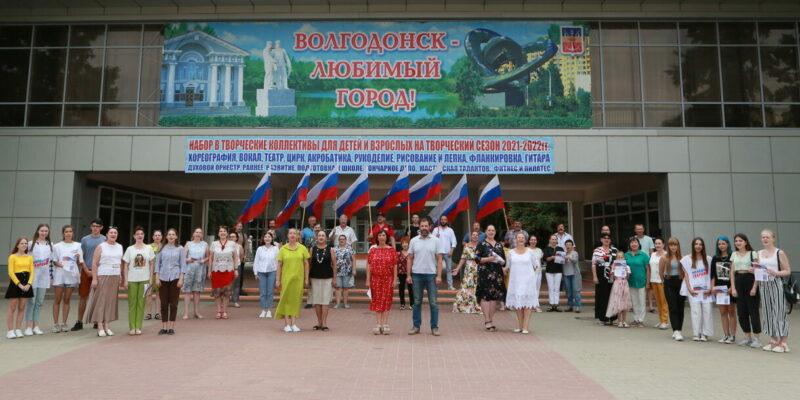 Поднимаем свой флаг: Волгодонцы поддержали гимном страны российских спортсменов на открытии Олимпиады в Токио