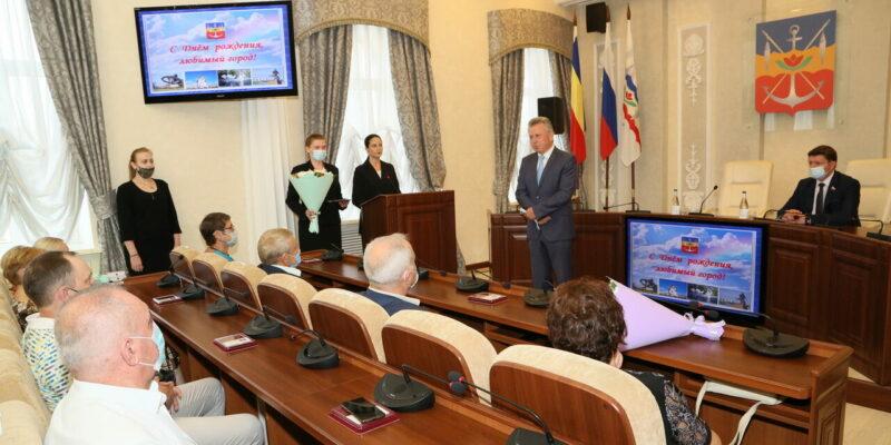 За заслуги перед Волгодонском: волгодонцев отметили наградами в честь дня рождения города