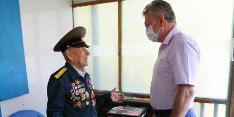 Виктор Мельников встретился с ветераном Великой Отечественной войны Климом Неополькиным